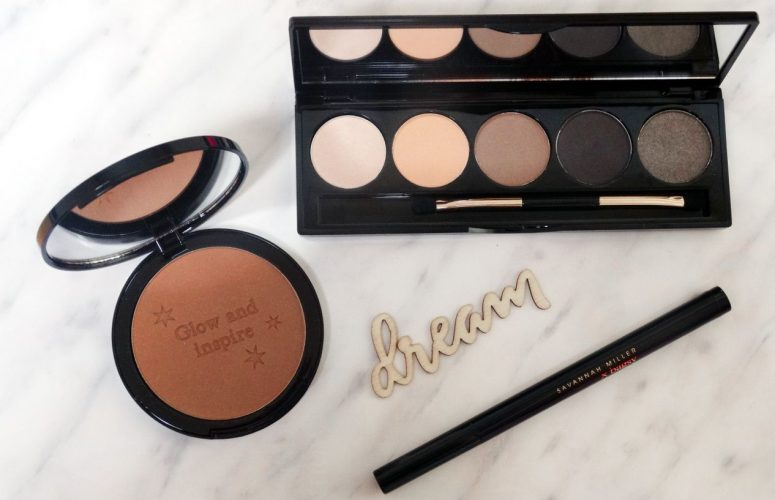 The Chic Makeup Capsule Collection For Busy Women On-The-Go